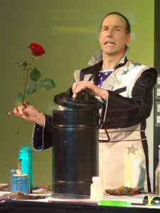 A Chemist's Comedy mit Magic Andy